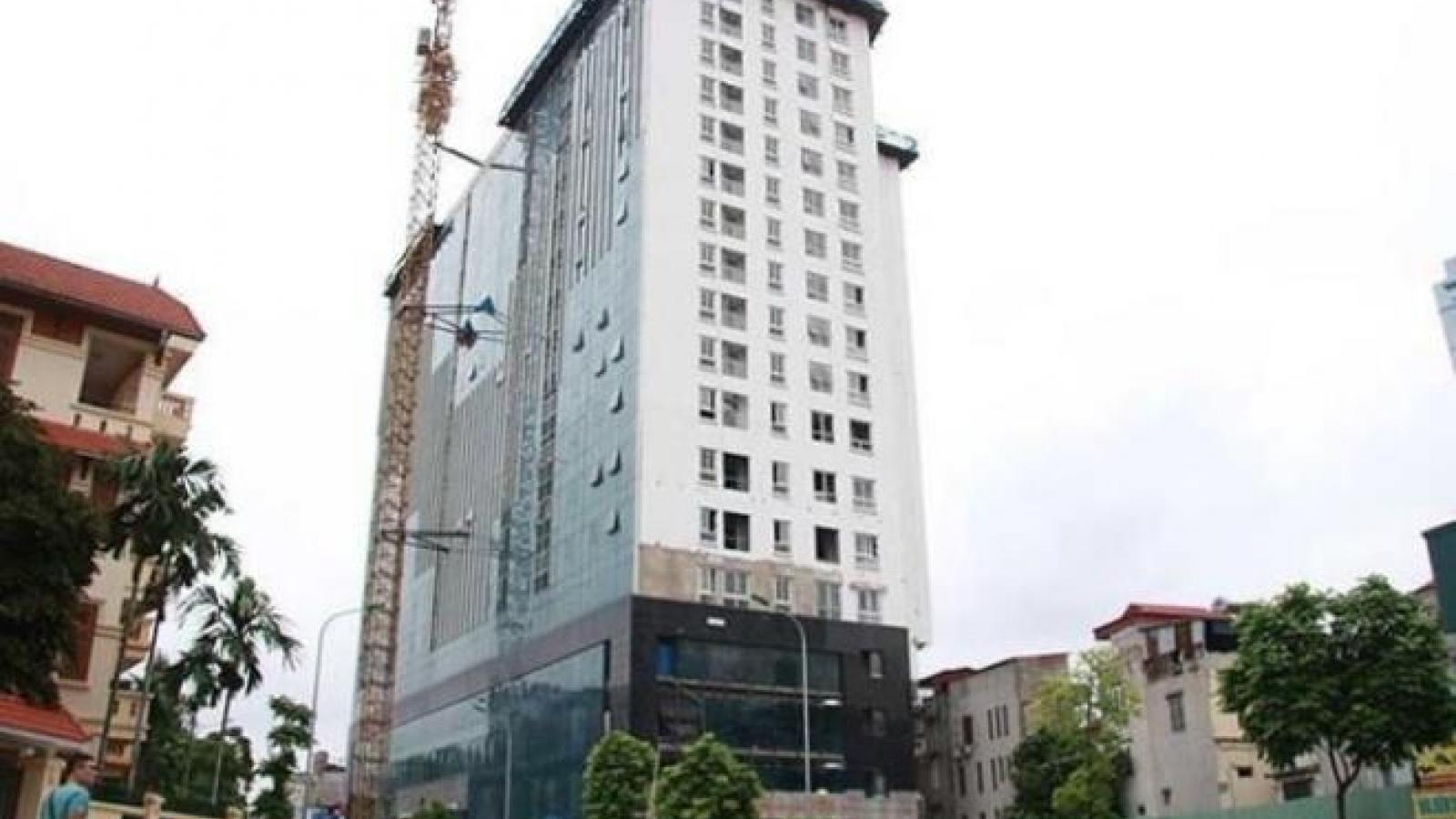 Phá dỡ xong tầng 18 tòa nhà 8B Lê Trực