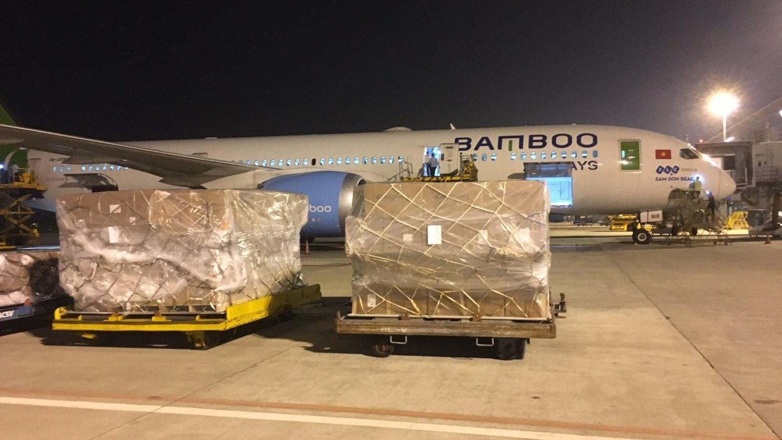 Bamboo Airways nhận chuyển miễn phí hàng cứu trợ tới vùng lũ miền Trung