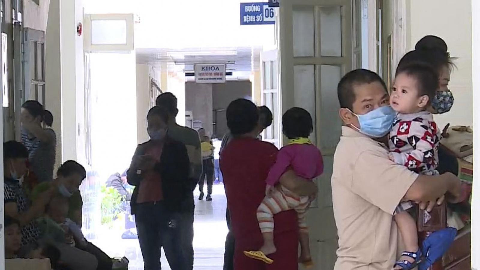 Bệnh nhi ở Điện Biên nhập viện tăng do trời chuyển lạnh