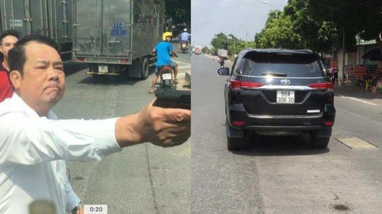 Truy tố giám đốc công ty rút súng dọa bắn tài xế trên đường