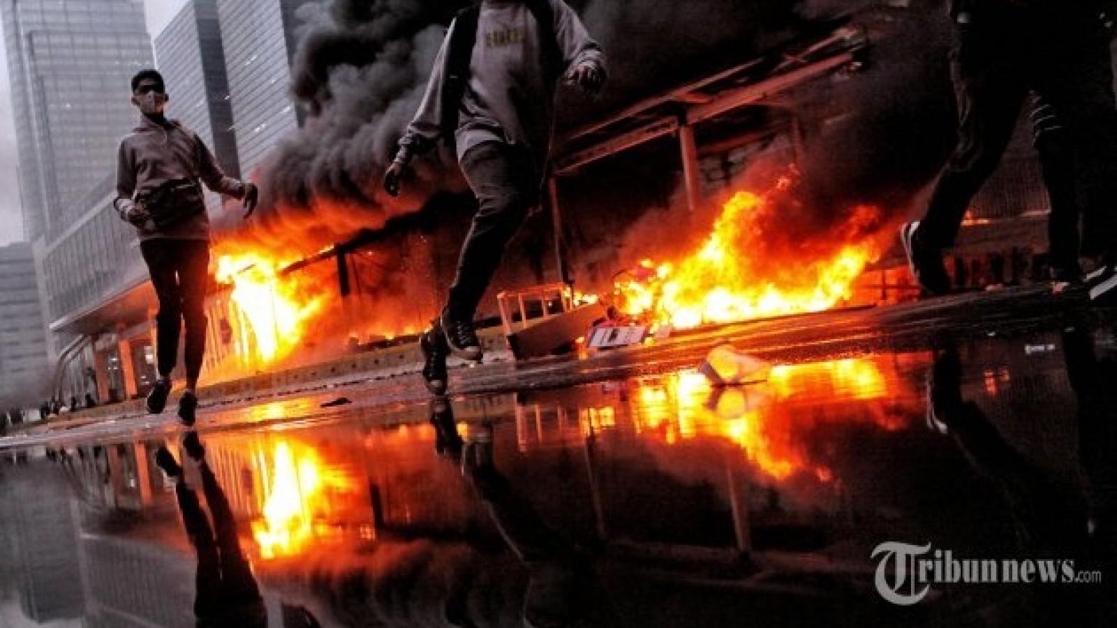 Jakarta thiệt hại 25 tỷ Rupiah trong cuộc biểu tình bạo loạn chống luật việc làm