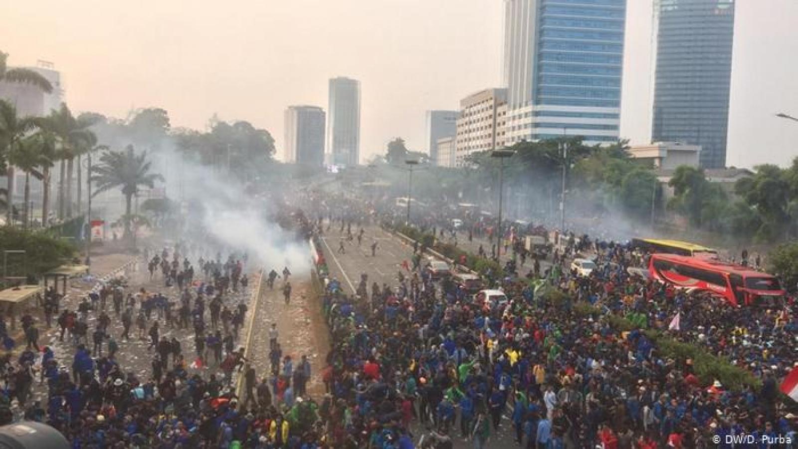 Indonesia yêu cầu xét nghiệm Covid-19 với sinh viên tham gia biểu tình