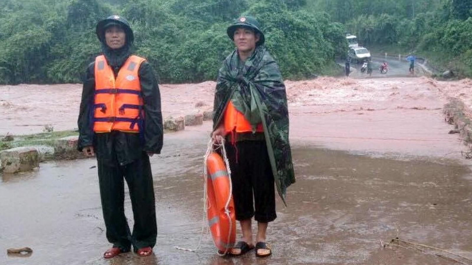 Mưa lớn gây chia cắt giao thông, ngập cục bộ tại các huyện miền núi Quảng Trị