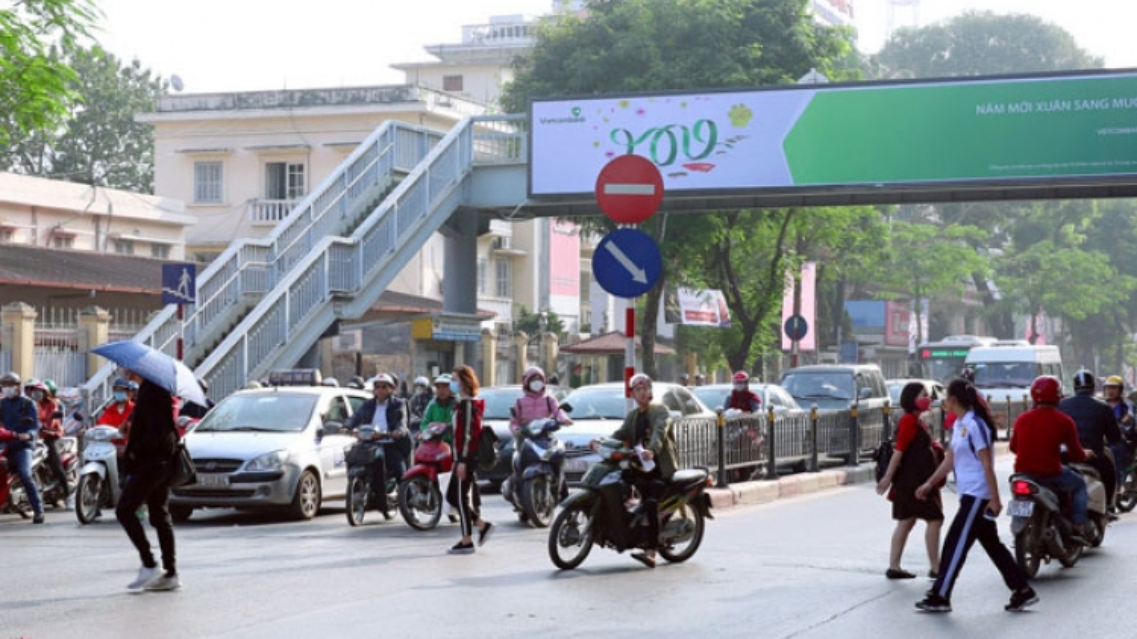 Hà Nội: Xây dựng cầu vượt cho người đi bộ qua đường Nguyễn Trãi