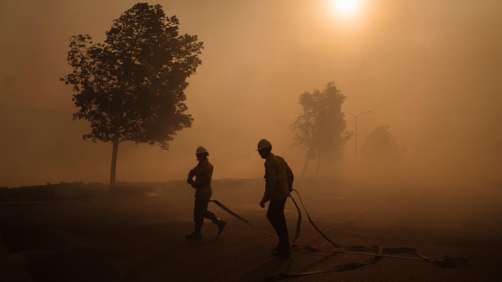 Cháy rừng dữ dội ở California (Mỹ) khiến 100.000 dân phải sơ tán khẩn cấp