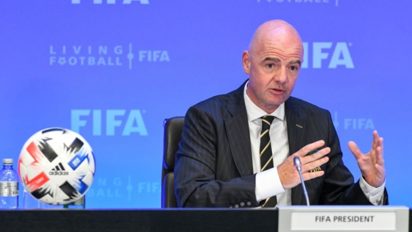 Chủ tịch FIFA mắc Covid-19