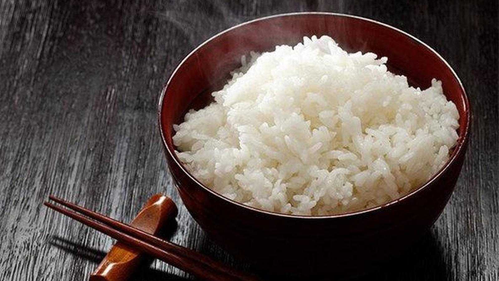 Muốn cơm vừa dẻo vừa thơm bỏ ngay thứ này vào gạo