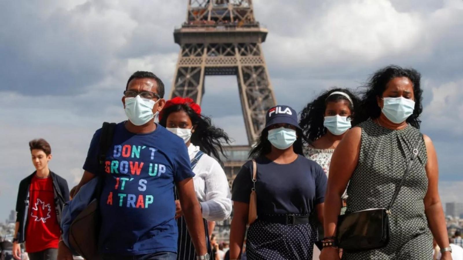 Số người mắc Covid-19 tăng nhanh, Thủ đô Paris sẽ báo động tối đa