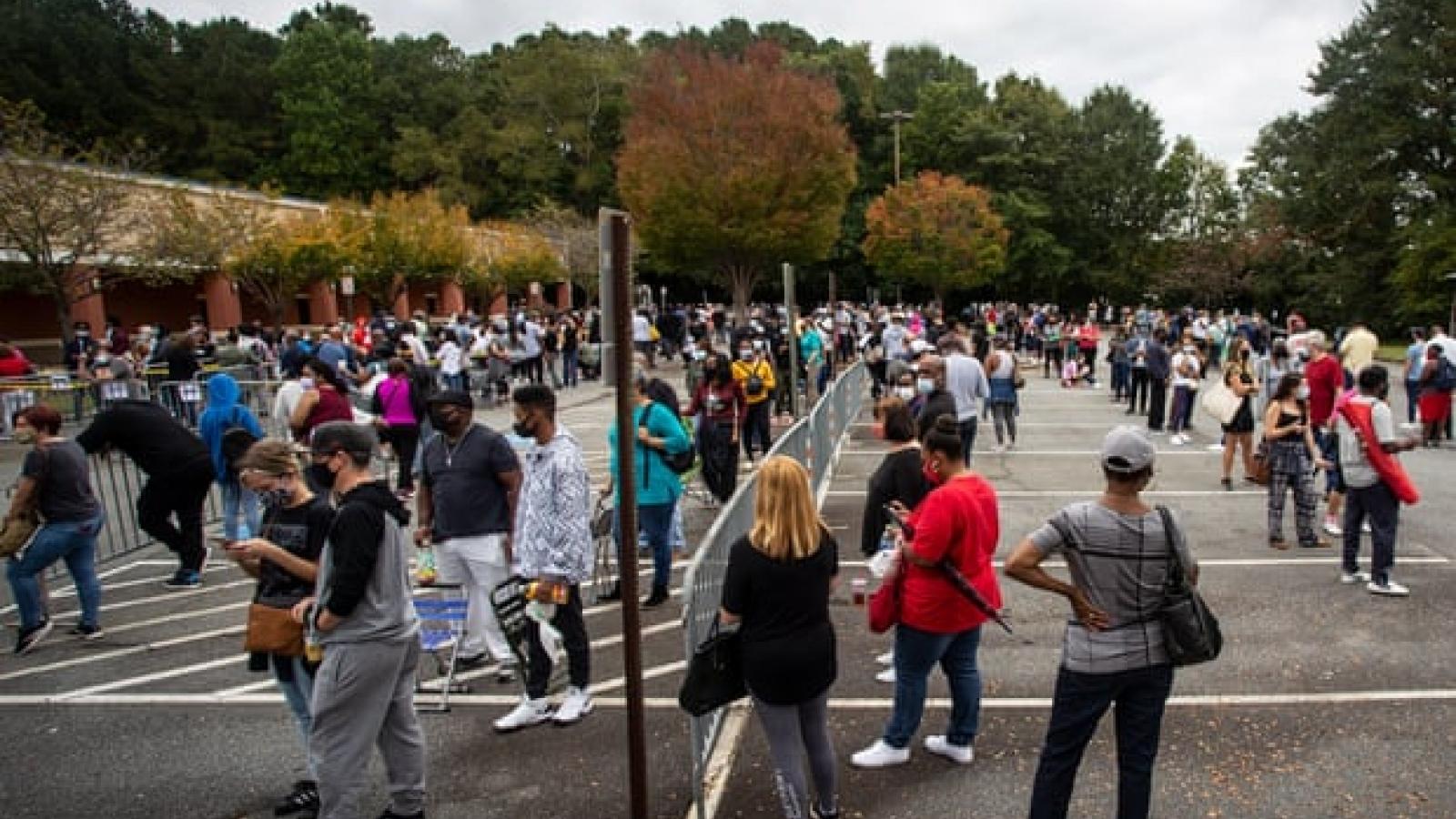 Bầu cử tổng thống Mỹ: Số lượng cử tri đi bỏ phiếu sớm cao kỷ lục