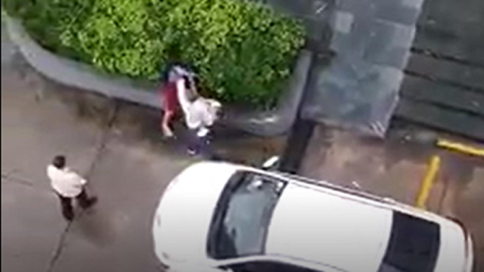 Người đàn ông hành hung 1 phụ nữ ở Bình Dương khiến dư luận phẫn nộ