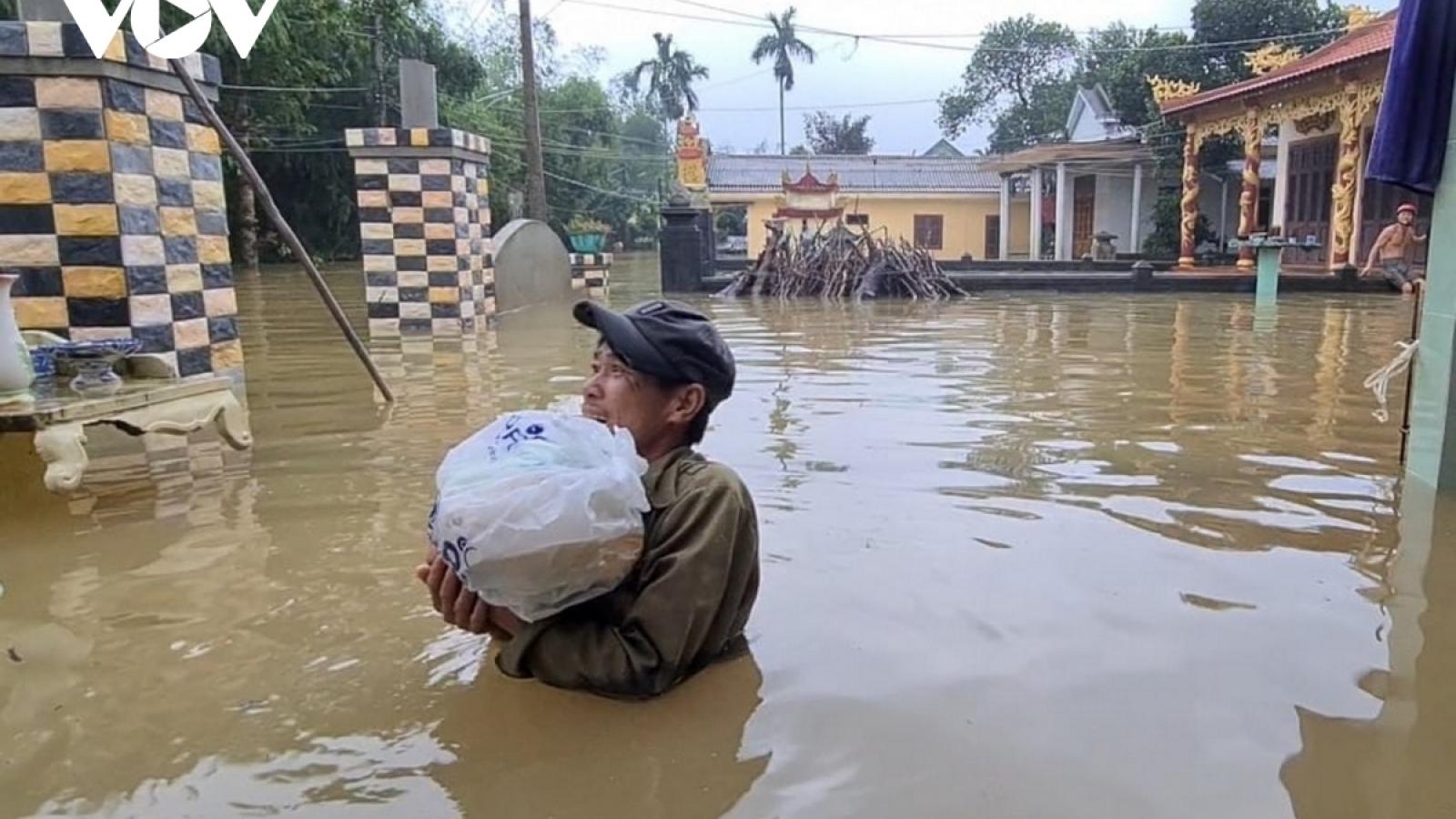 Số người chết do bão lũ ở Miền Trung tăng lên 36, khẩn cấp hỗ trợ cứu đói