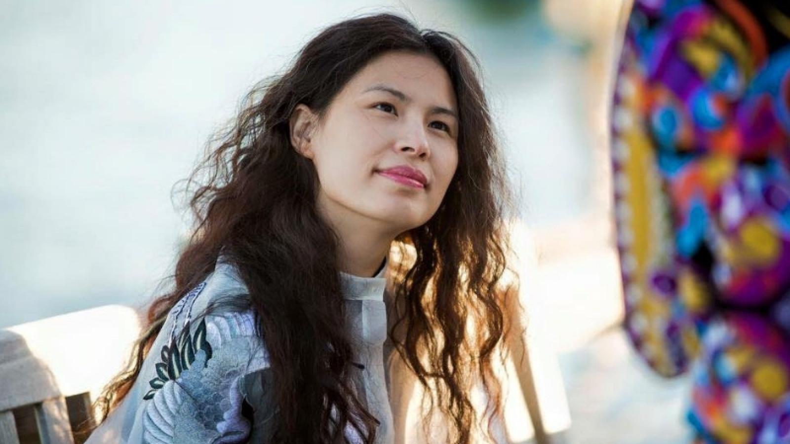 NTK Thủy Nguyễn mời giám tuyển người Úc làm triển lãm