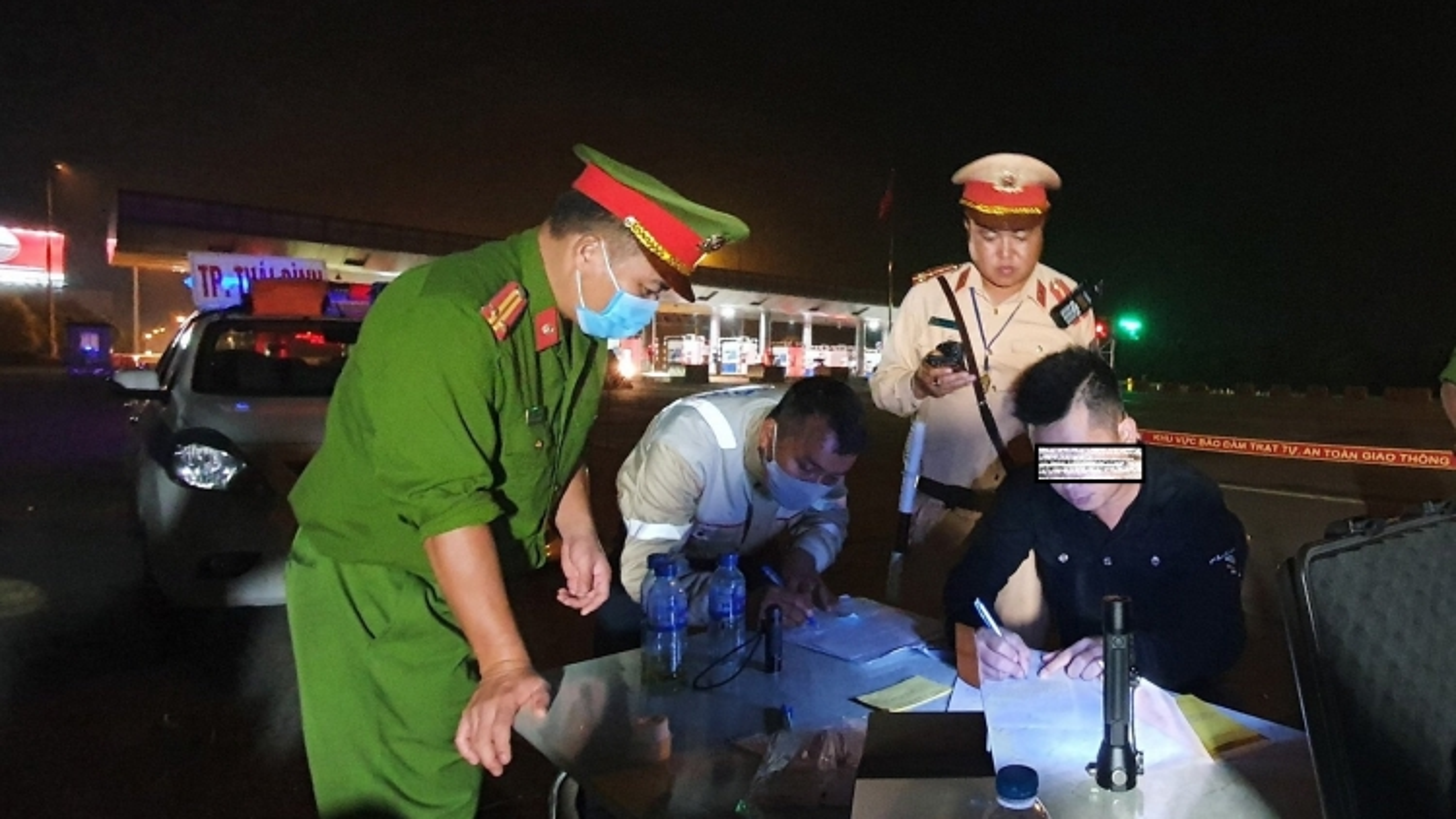 Phát hiện lái xe dương tính với ma túy khi lưu thông trên cao tốc Hà Nội - Hải Phòng