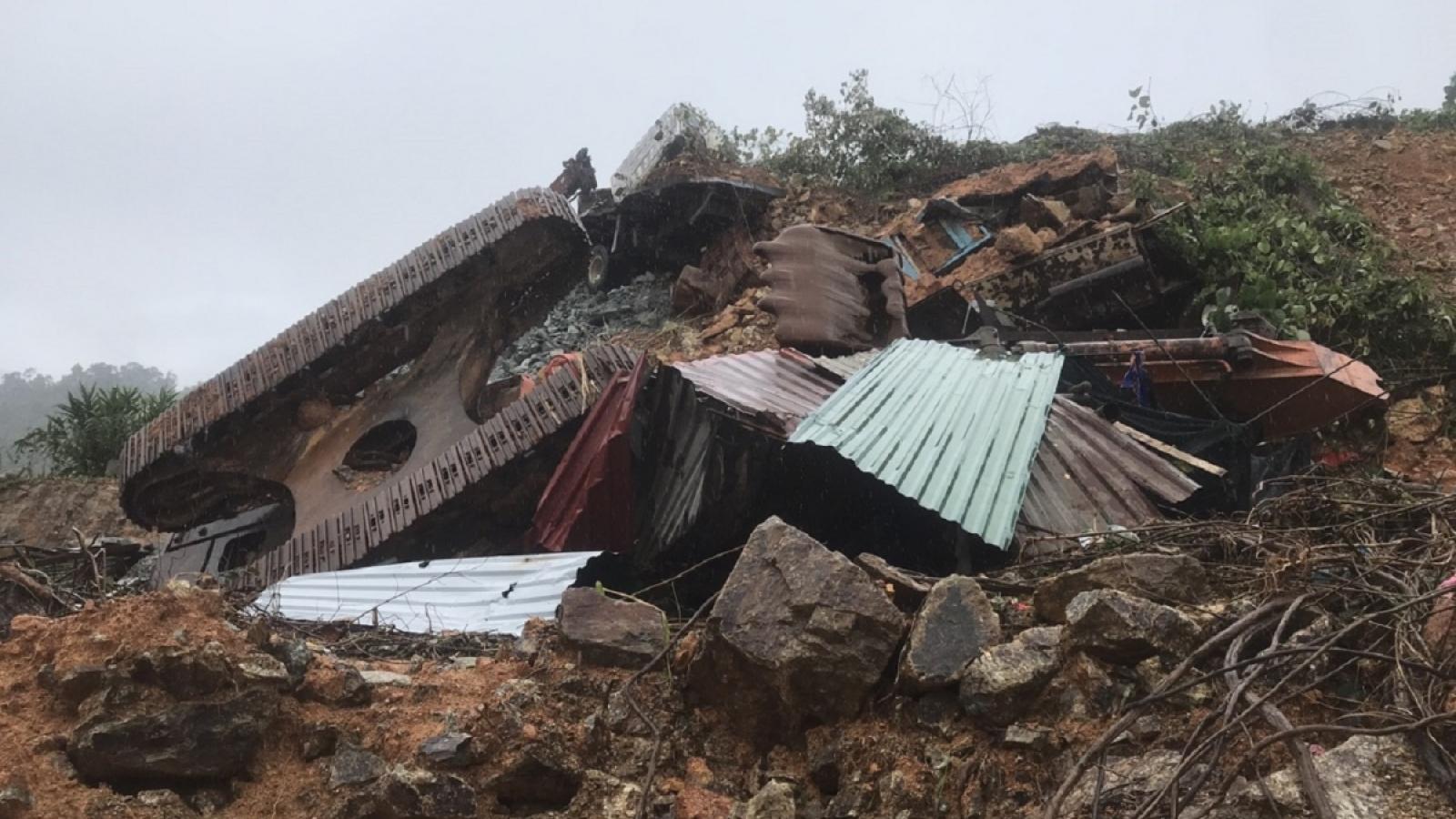 Số người chết do mưa lũ ở Miền Trung là 102 người, 26 người mất tích