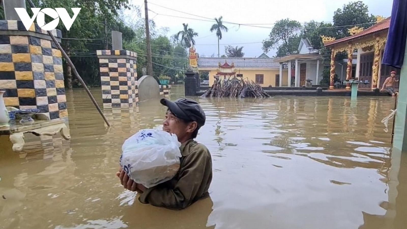 Central provinces on flood alert as typhoon Molave weakens