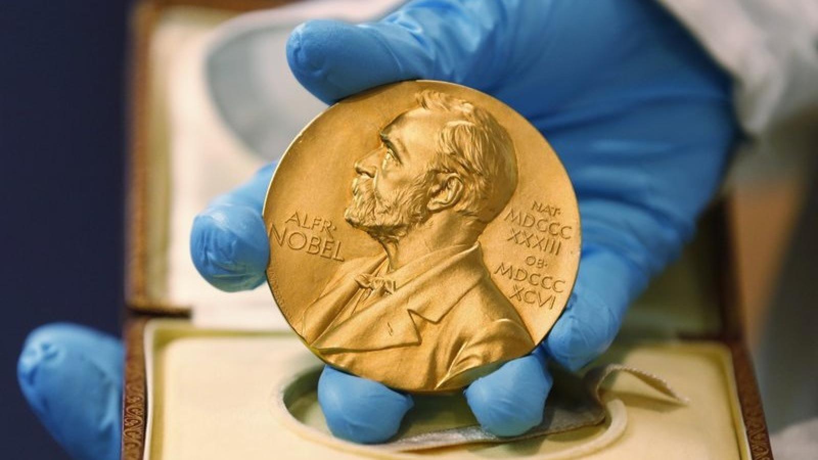 Nhà khoa học Mỹ, Anh đoạt giải Nobel Y học cho phát hiện mới về virus viêm gan C