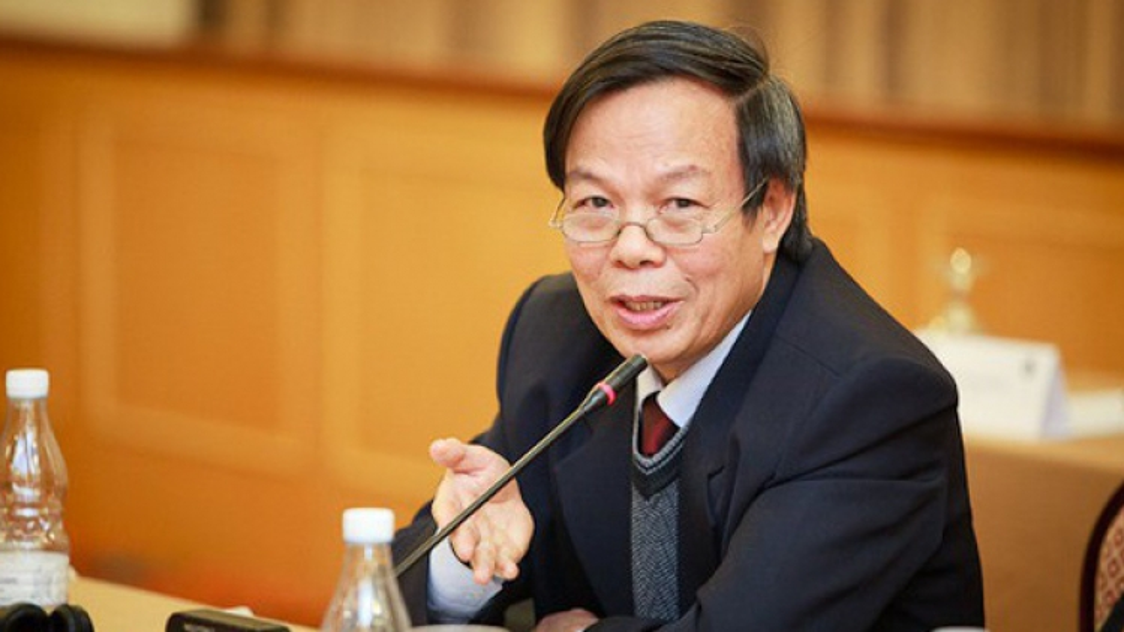 """SGK Tiếng Việt lớp 1 có """"sạn"""", trách nhiệm của Hội đồng thẩm định ở đâu?"""