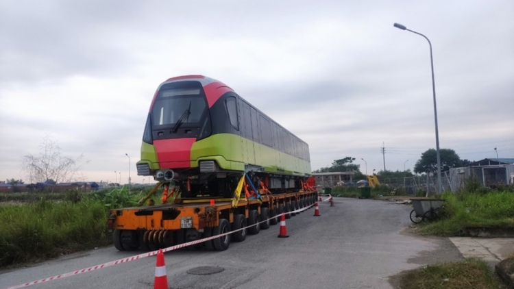 First metro train of Hanoi route arrives at local depot