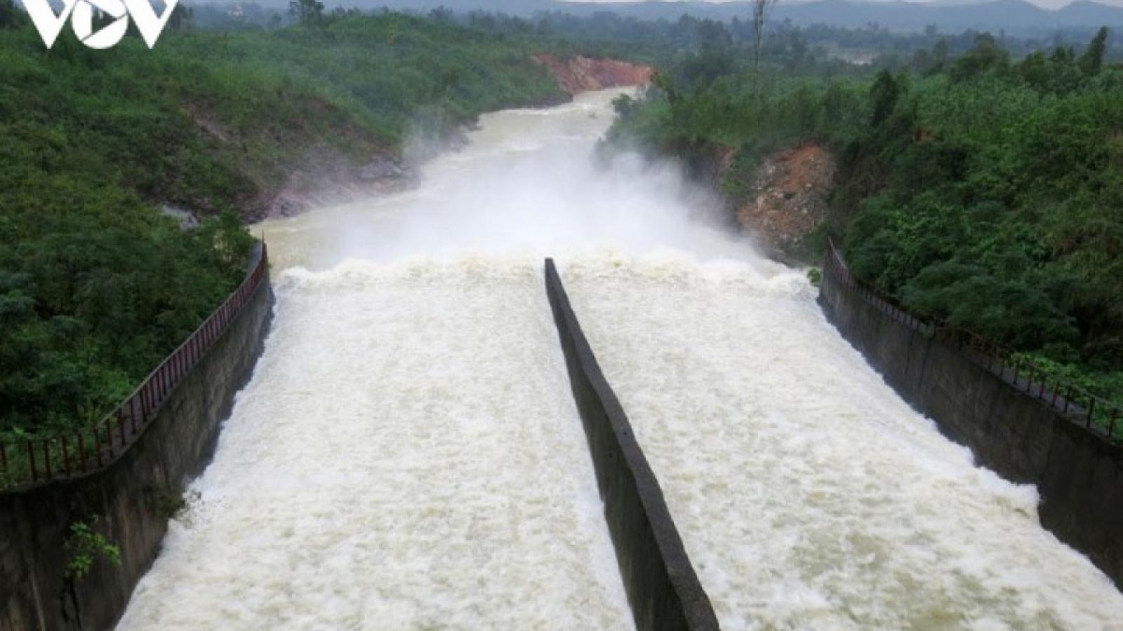 Hồ Kẻ Gỗ xả lũ qua tràn giảm còn 50m3/s