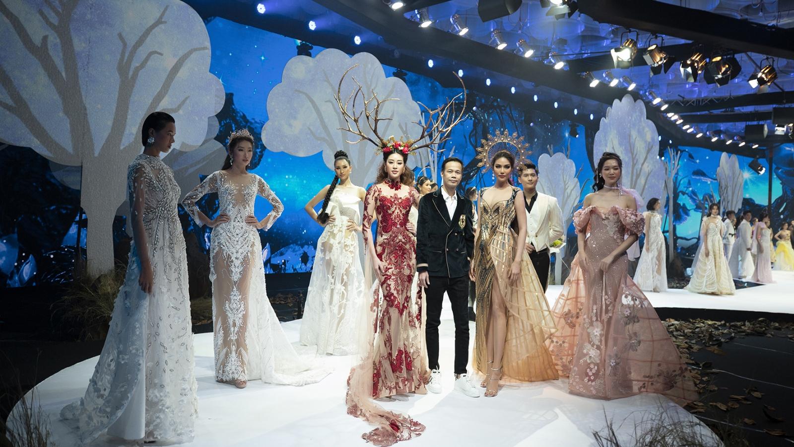 """Hà Anh, Minh Triệu """"lướt sóng"""" sàn catwalk tại Vietnam Runway Fashion Week"""