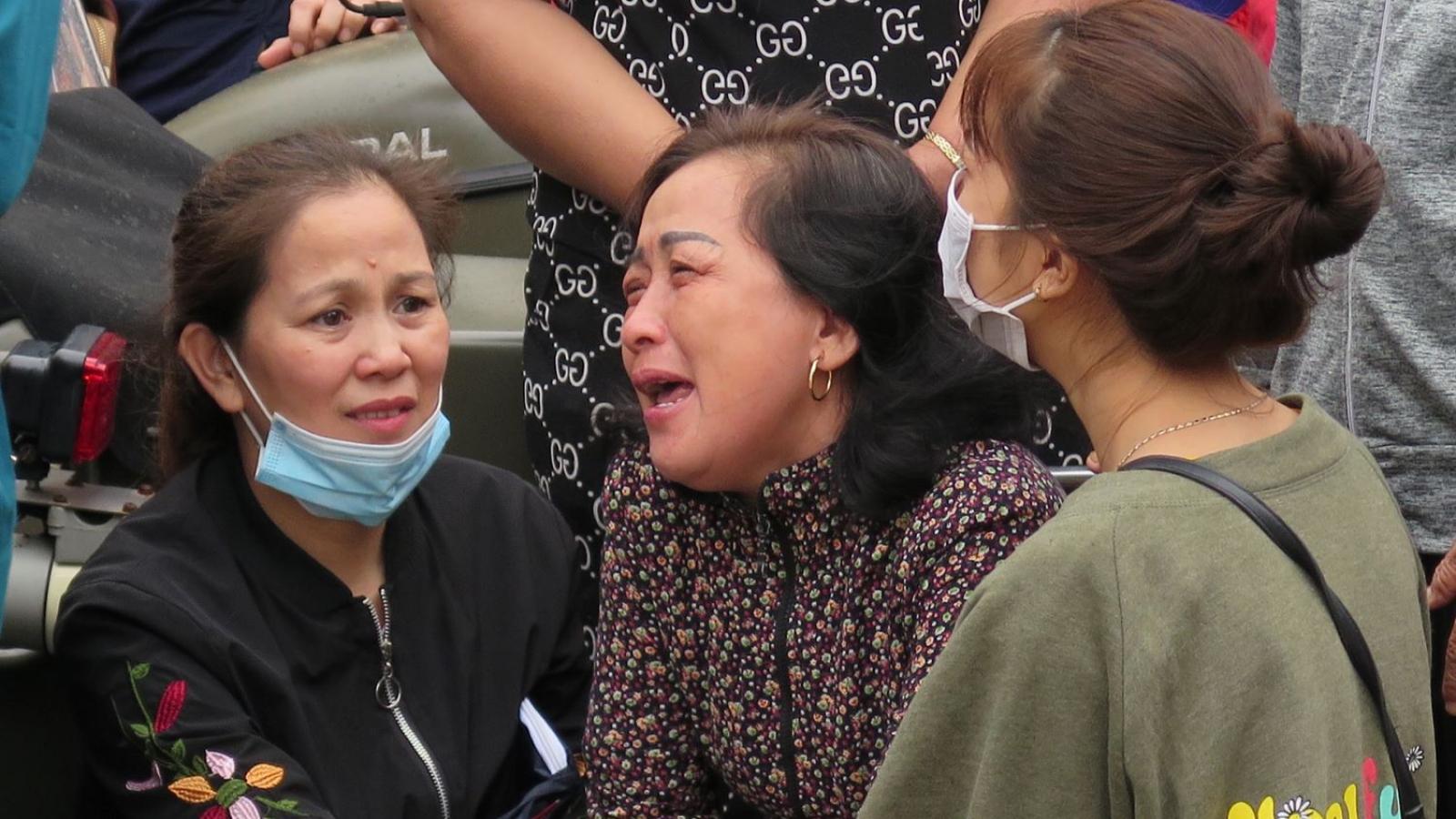 Người thân của 22 cán bộ, chiến sỹ Đoàn 337 cạn nước mắt ngóng chờ chồng, con