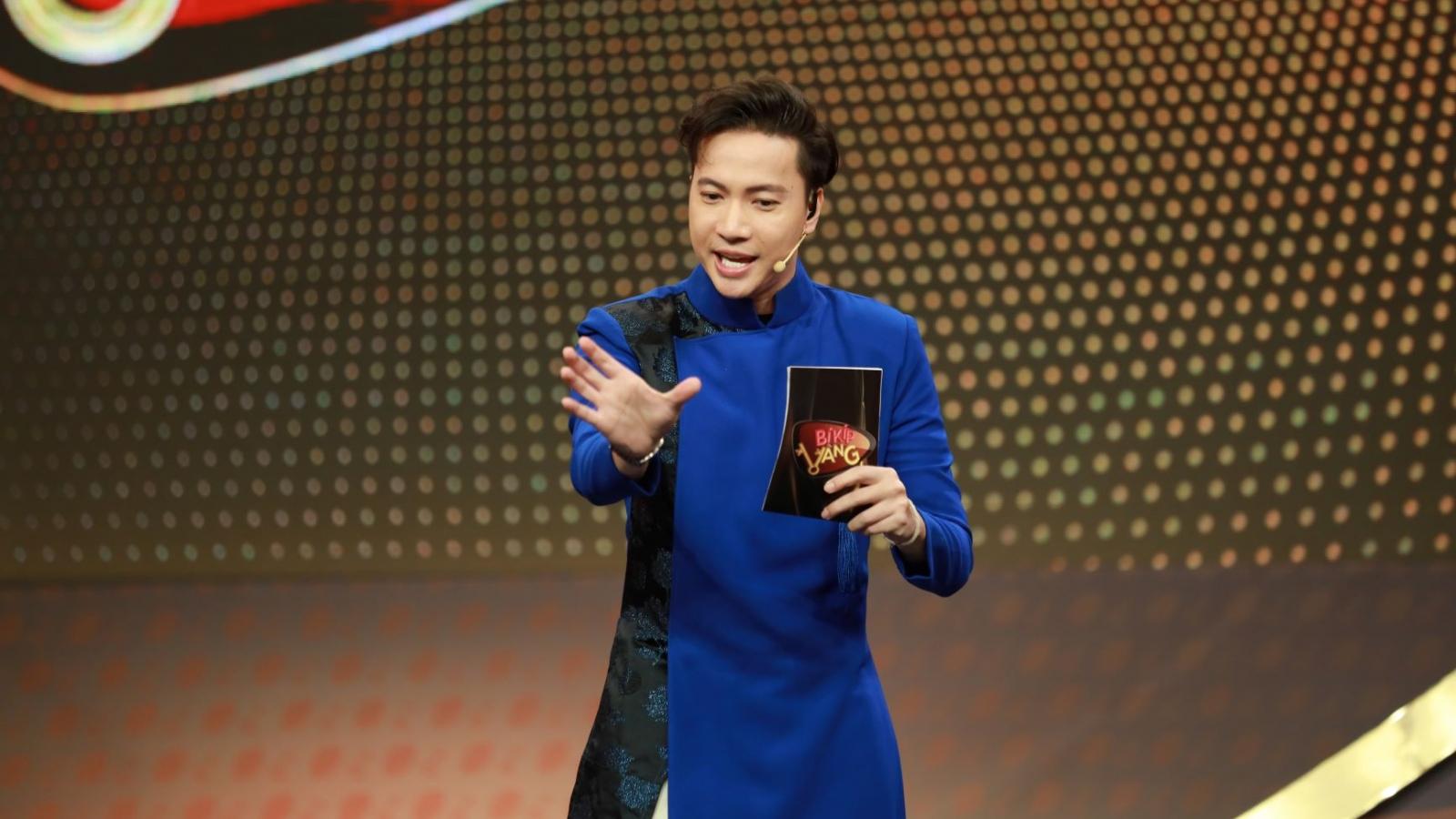 """S.T Sơn Thạch tiếp nối """"đàn chị"""" Việt Hương trở thành MC """"Bí kíp vàng"""" mùa 2"""