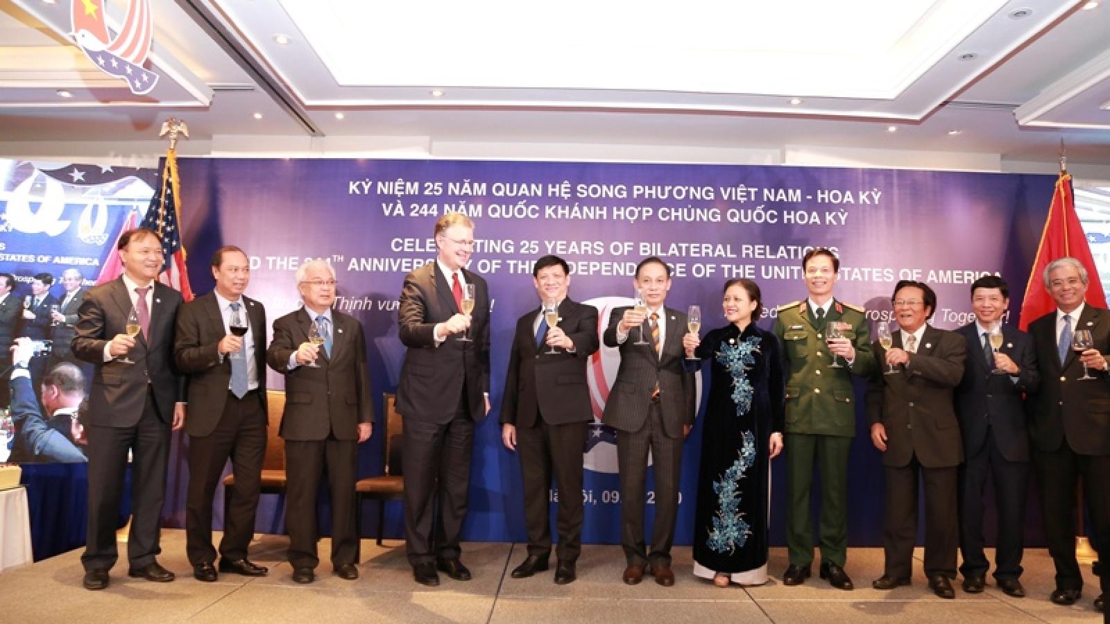 Kỷ niệm Quốc khánh Hoa Kỳ lần thứ 244 và 25 năm quan hệ ngoại giao Việt Nam-Hoa Kỳ