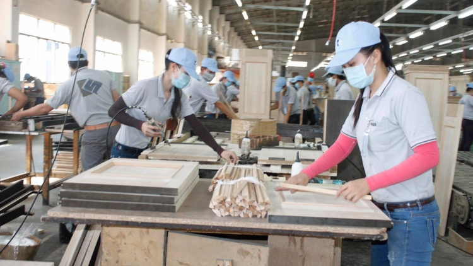 Gắn dự báo nguồn lao động với chính sách tiền lương