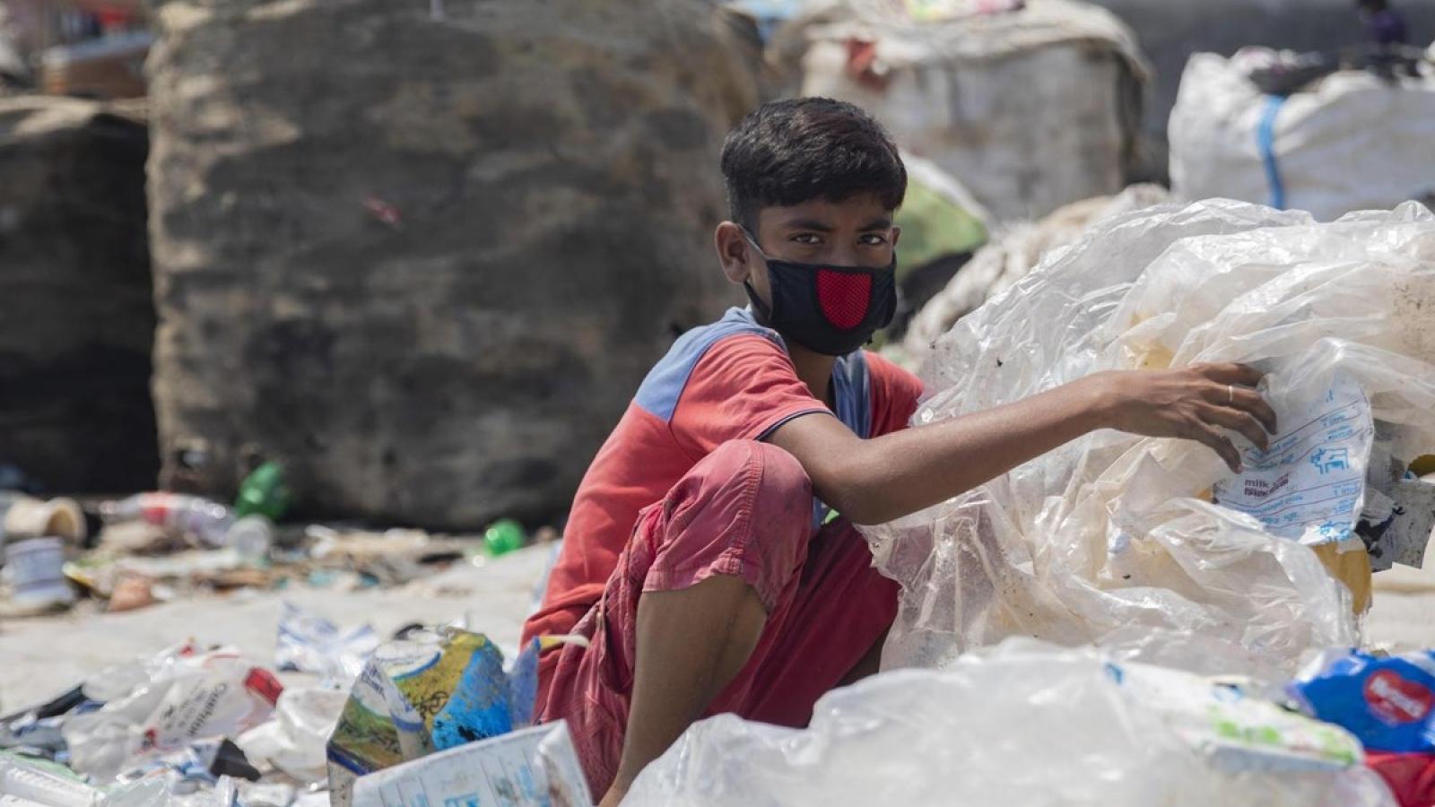 Bổ sung điều kiện đăng ký tạm trú để kiểm soát sử dụng lao động trẻ em