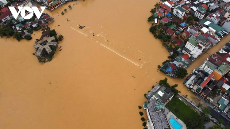 US pledges to help Vietnam overcome aftermath of floods in central region