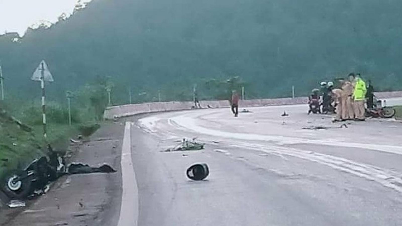 Tai nạn nghiêm trọng trên Quốc lộ 6 làm 2 người tử vong, 1 người bị thương
