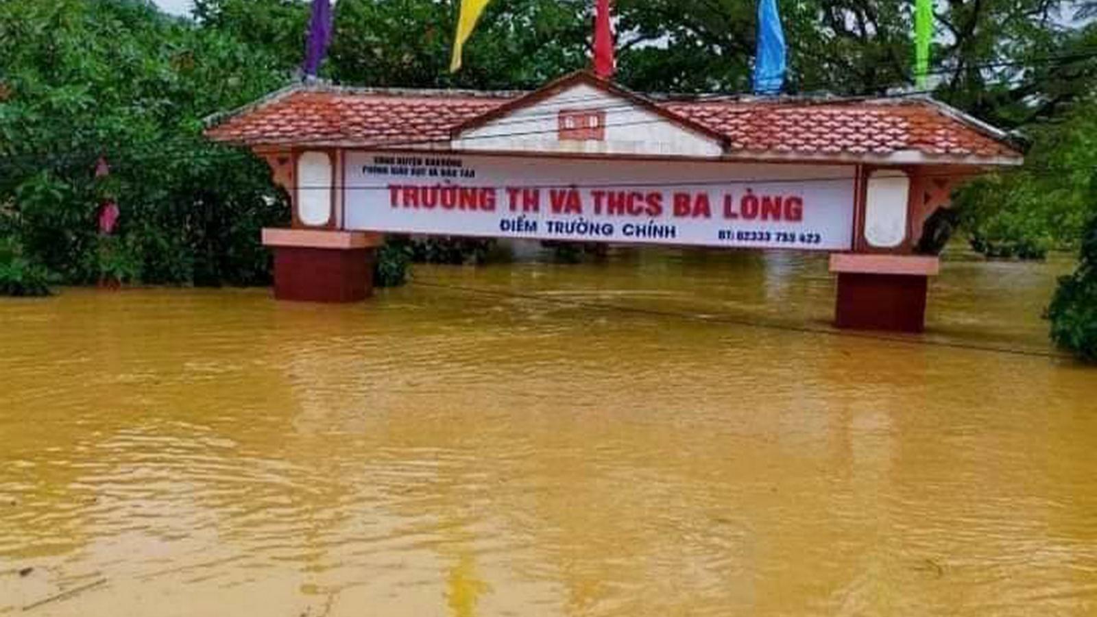 Quảng Bình, Quảng Trị căng mình chống lũ: Gần chục nghìn nhà dân bị ngập nặng