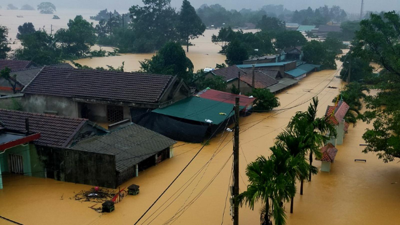 Một ngôi nhà ở Quảng Trị bị sập lúc rạng sáng khiến 2 mẹ con thương vong