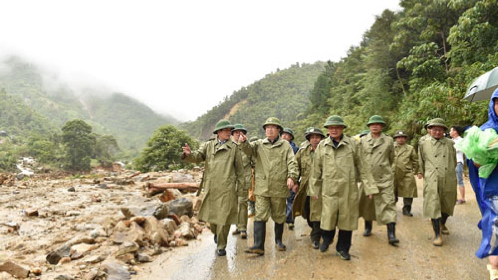 Phó Thủ tướng Trịnh Đình Dũng: Tập trung đặc biệt cho công tác cứu hộ, sơ tán dân