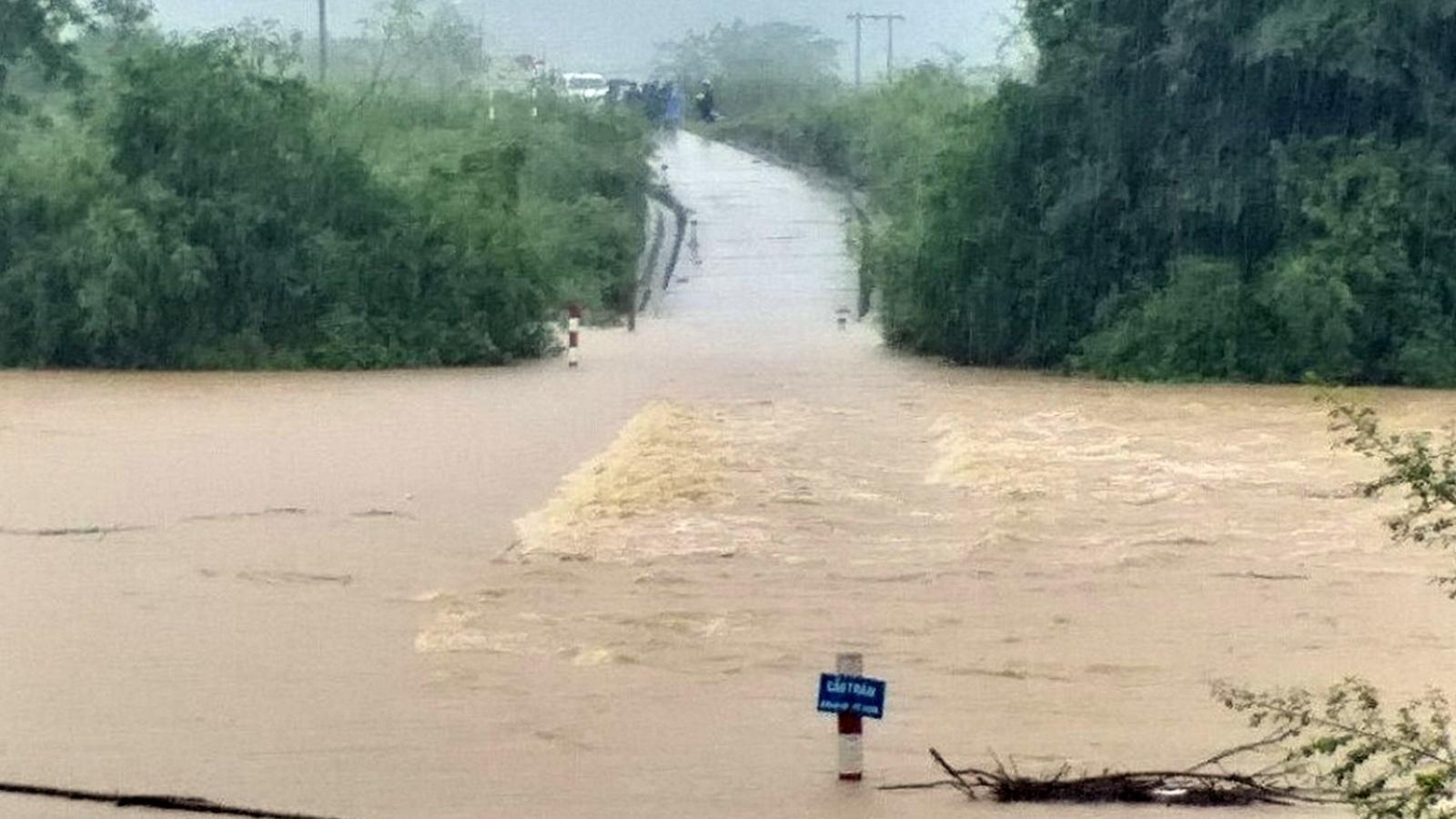 Quảng Bình cho học sinh miền núi nghỉ học vì mưa lớn gây chia cắt