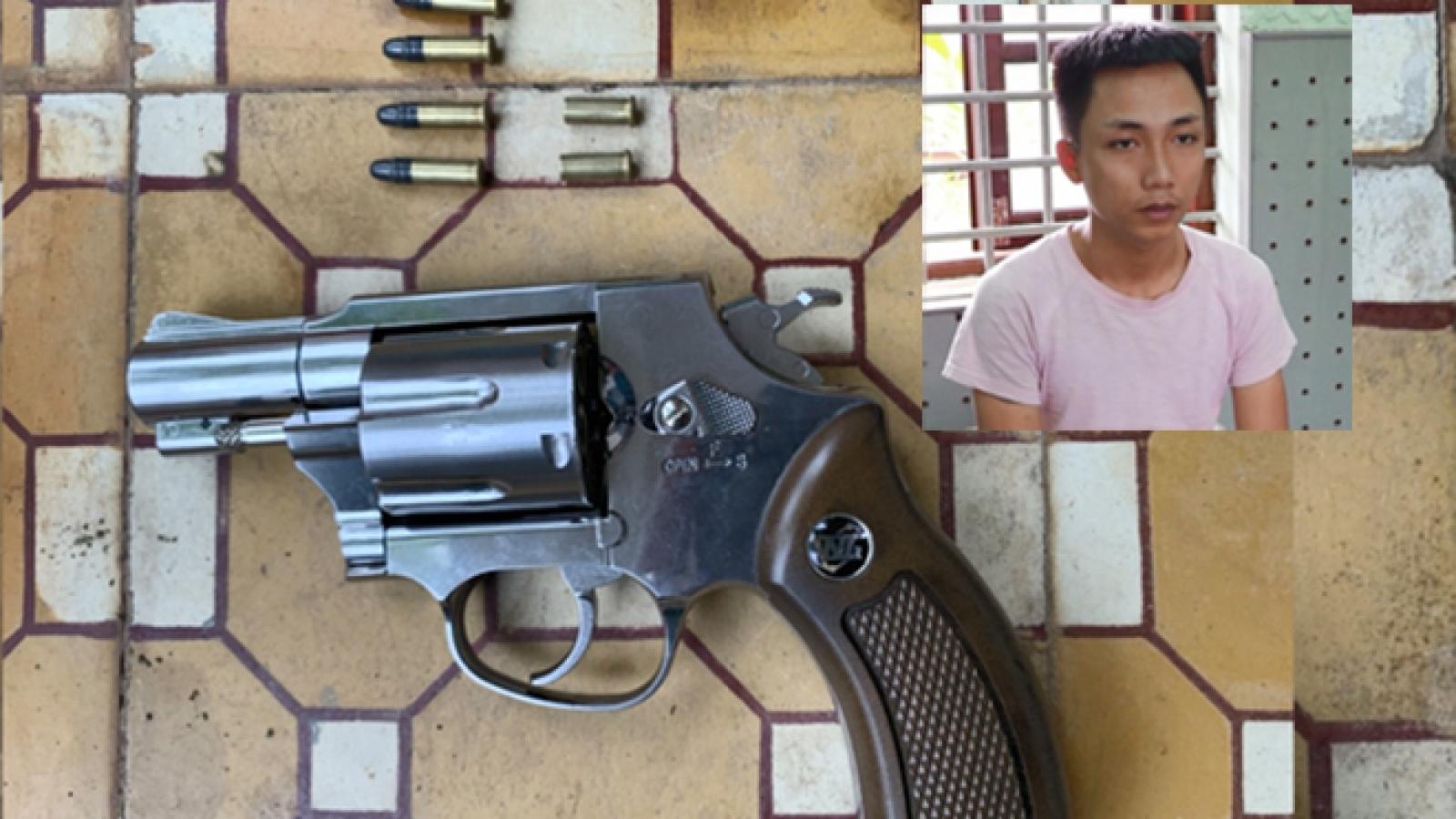 Đòi tiền không được, rút súng bắn người