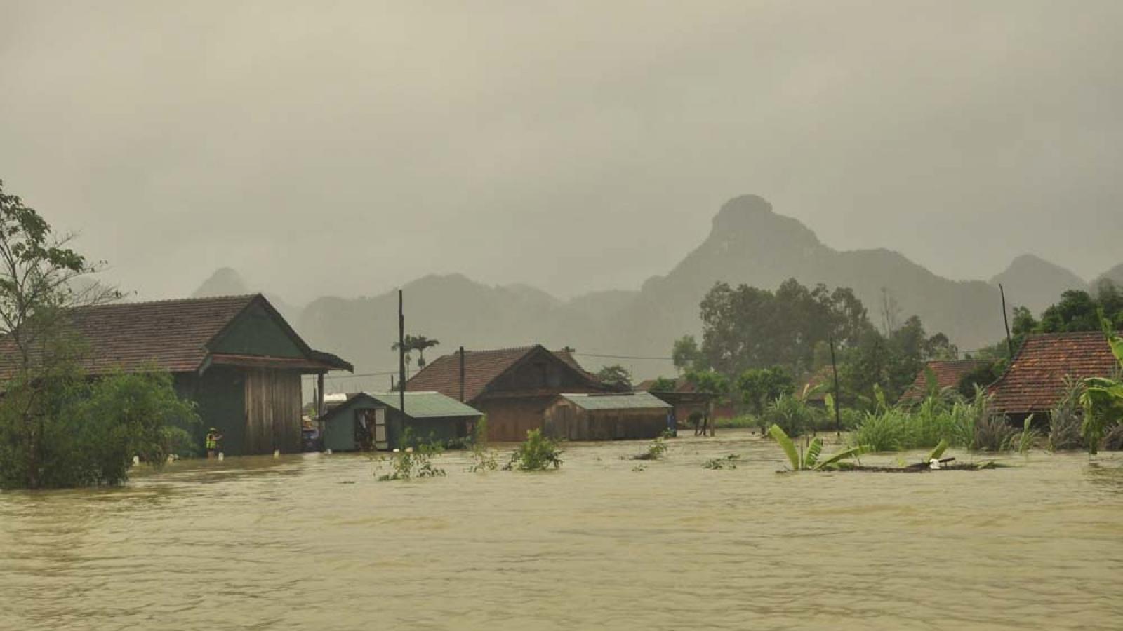 Mưa lũ ở Quảng Bình khiến gần 35.000 ngôi nhà ngập nặng