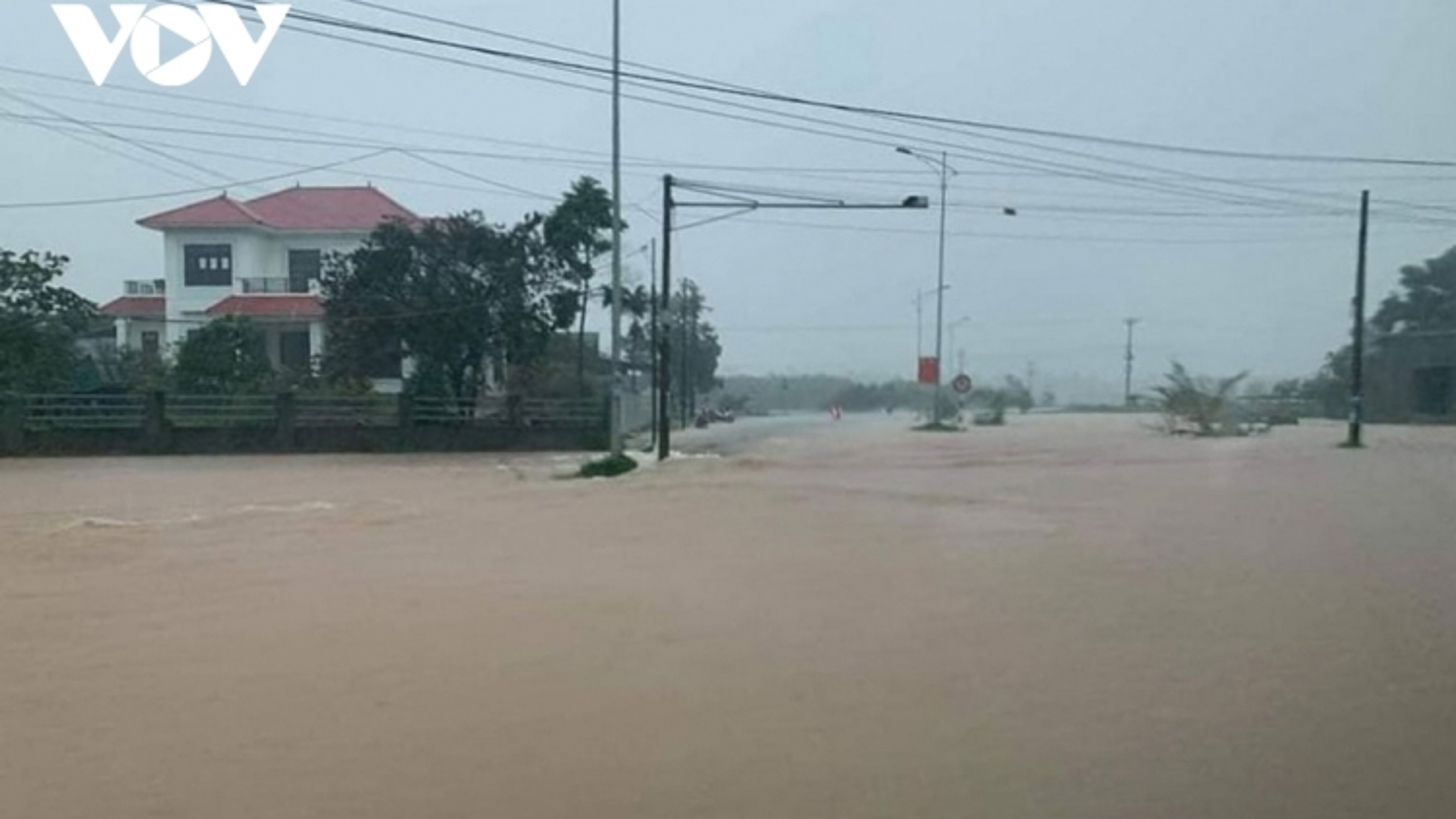 Không chủ quan với mưa lũ phức tạp ở miền Trung