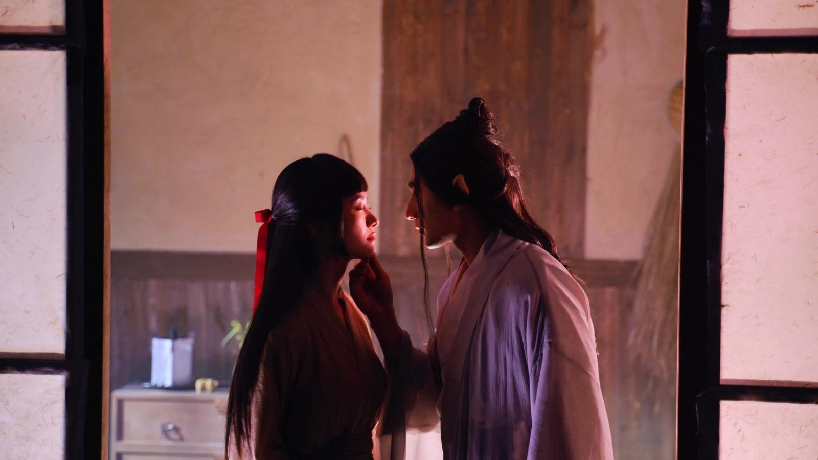 Isaac khóa môi, diễn cảnh nóng cùng Jun Vũ trong MV mới