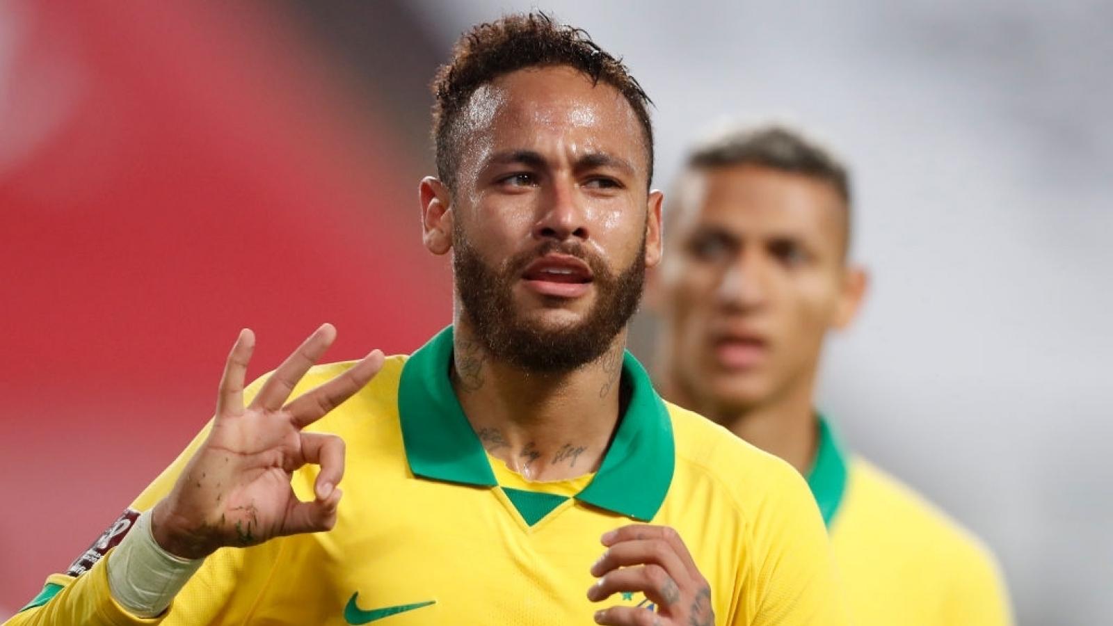 Neymar ghi hat-trick, Brazil đánh bại Peru để soán ngôi đầu của Argentina