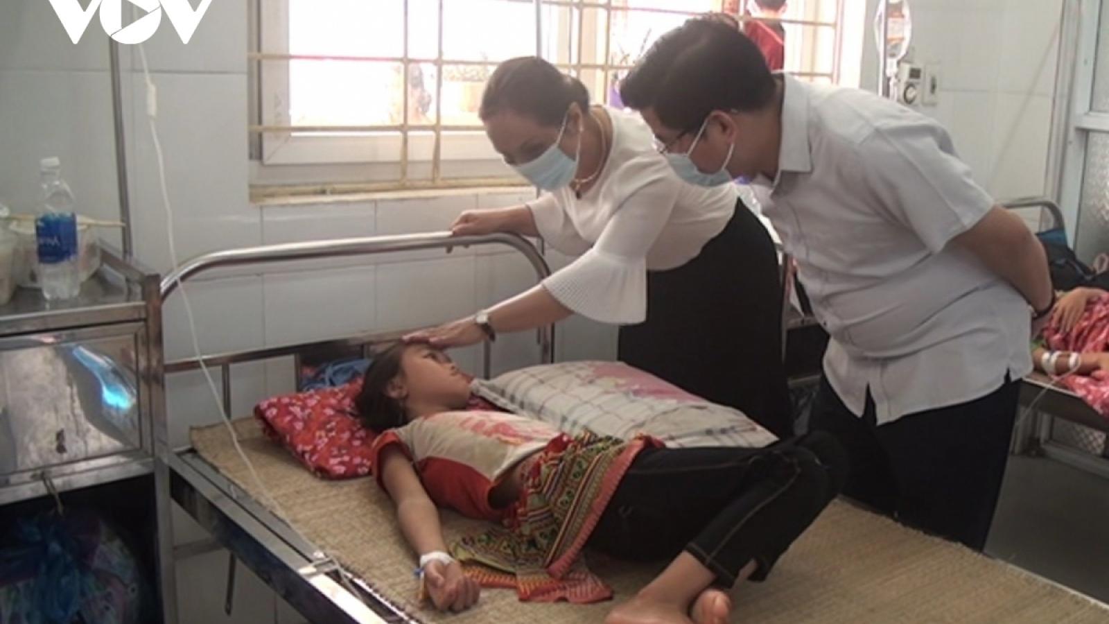 Sức khỏe các học sinh trong vụ ngộ độc tập thể ở Lào Cai tiến triển tốt