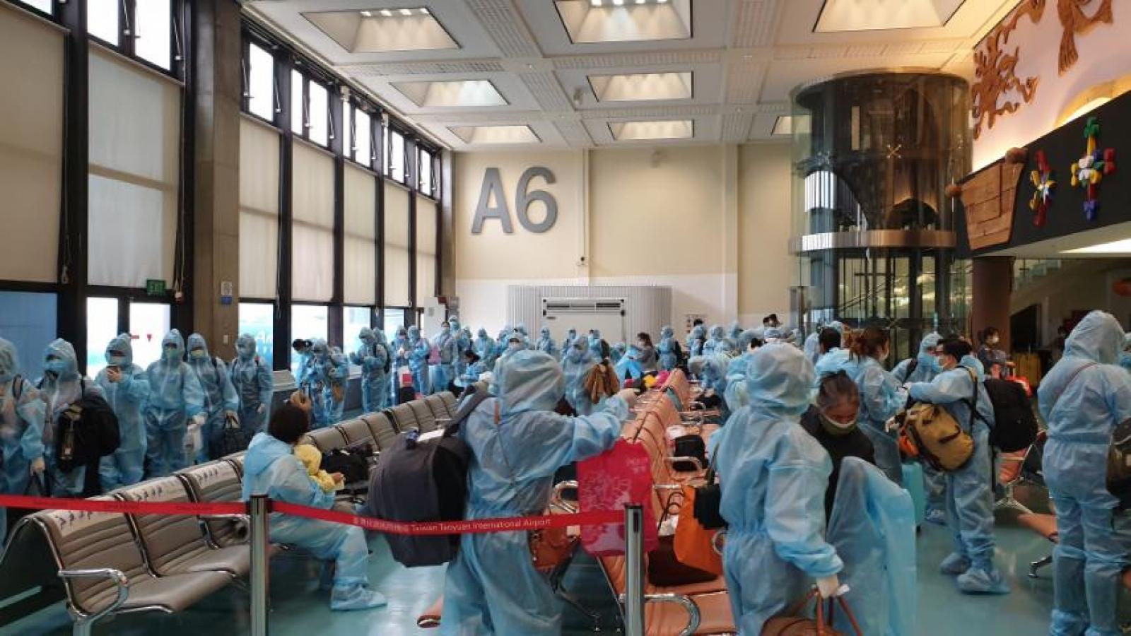 Hai chuyến bay đưa gần 360 công dân từ Đài Loan (Trung Quốc) về nước