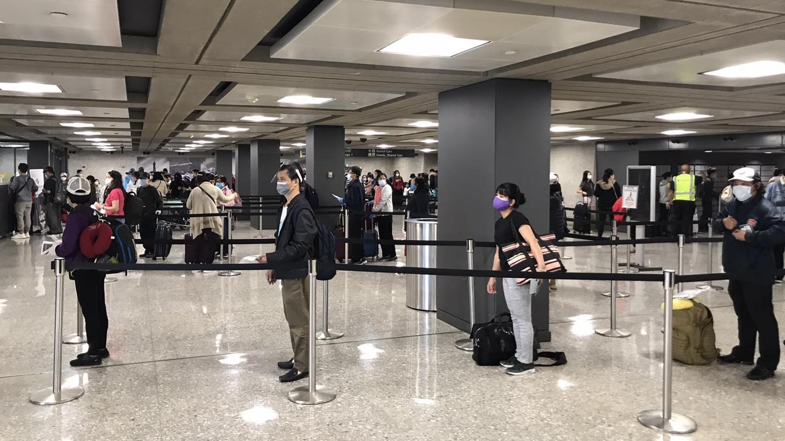 Hơn 340 công dân Việt Nam từ Mỹ về nước an toàn