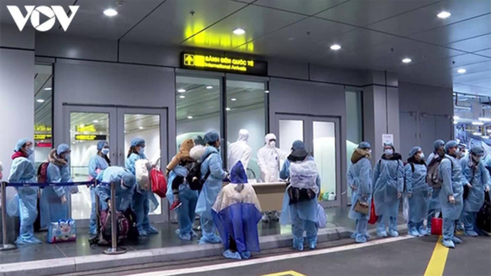 Chuyến bay đưa hơn 350 người Việt từ Nhật Bản về nước hạ cánh ở Đà Nẵng