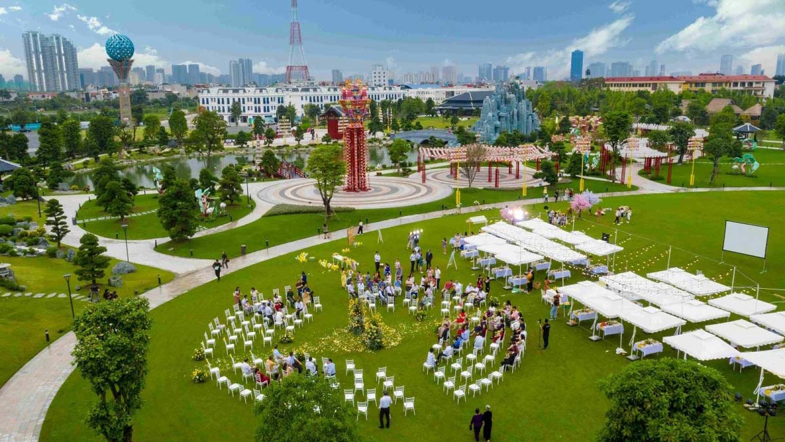 Đám cưới siêu lãng mạn tại Vườn Nhật giữa trời thu Hà Nội