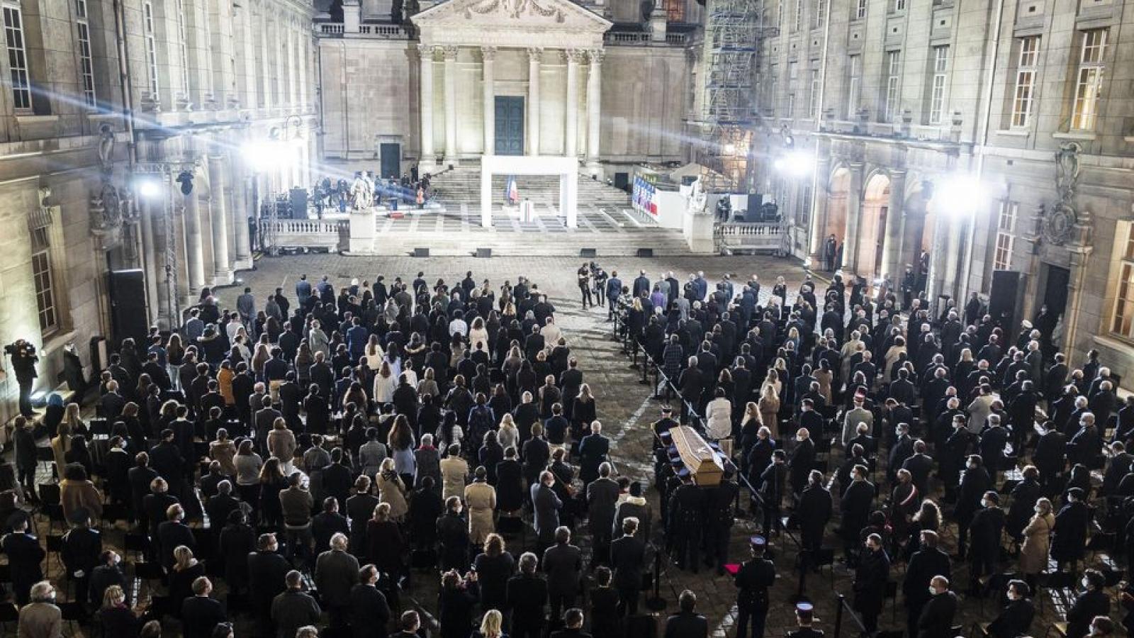 Nước Pháp tưởng niệm thầy giáo bị khủng bố hành quyết