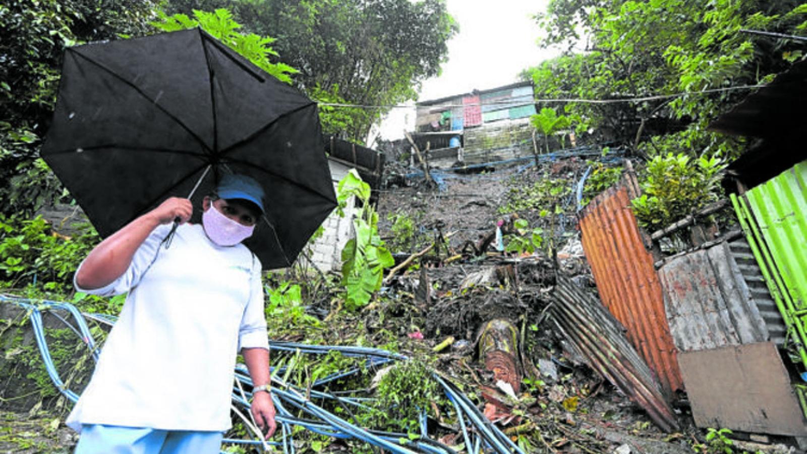 Bão Saudel đổ bộ Philippines, gần 6.000 người phải sơ tán