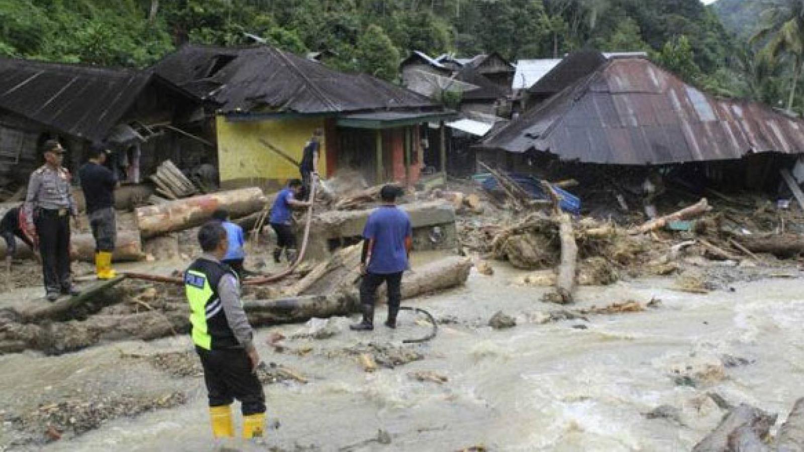 Lũ quét nhấn chìm hơn 900 ngôi nhà ở Indonesia