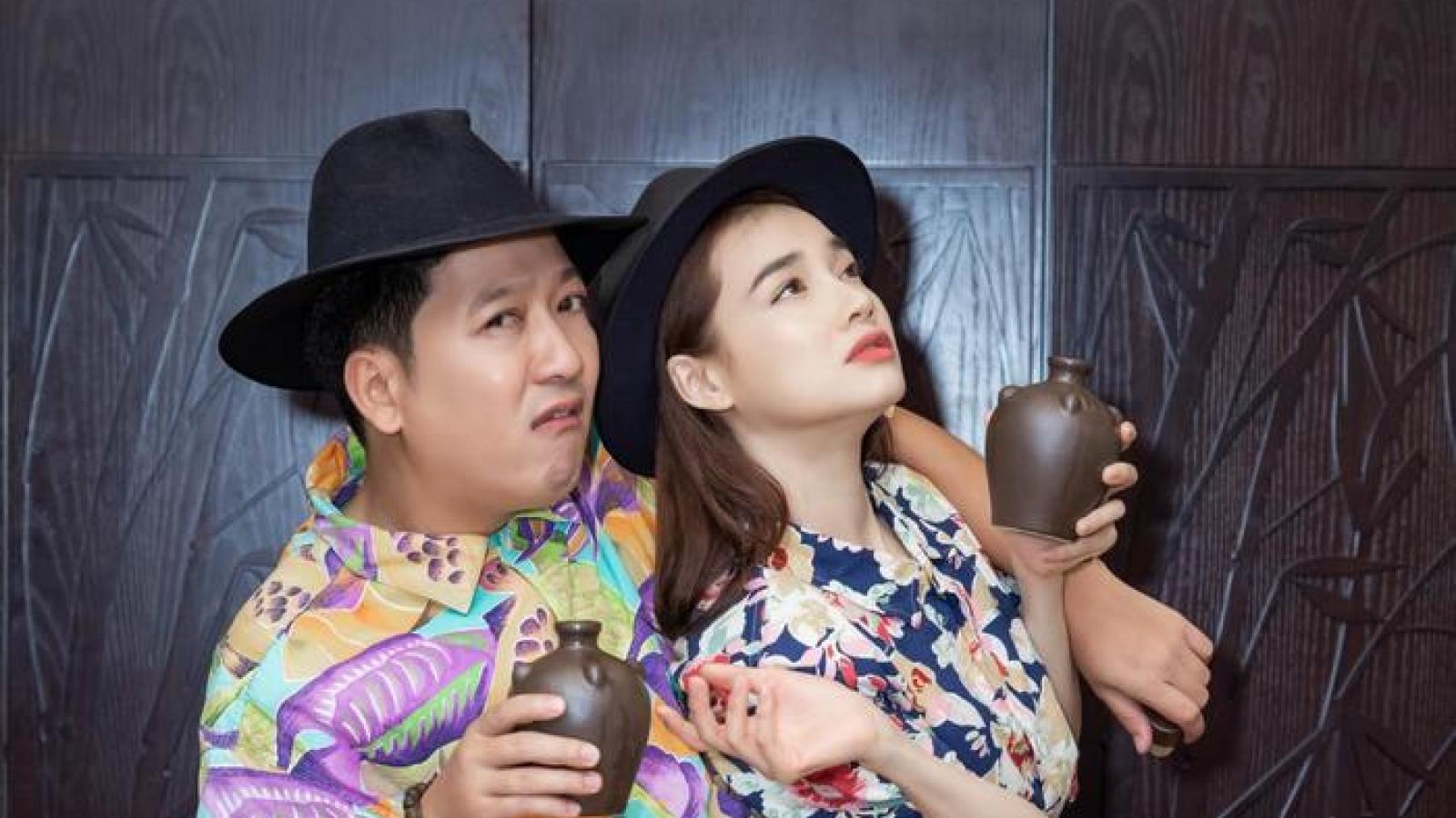Trường Giang, Nhã Phương diện đồ đôi, đi dép tổ ong tạo dáng hài hước