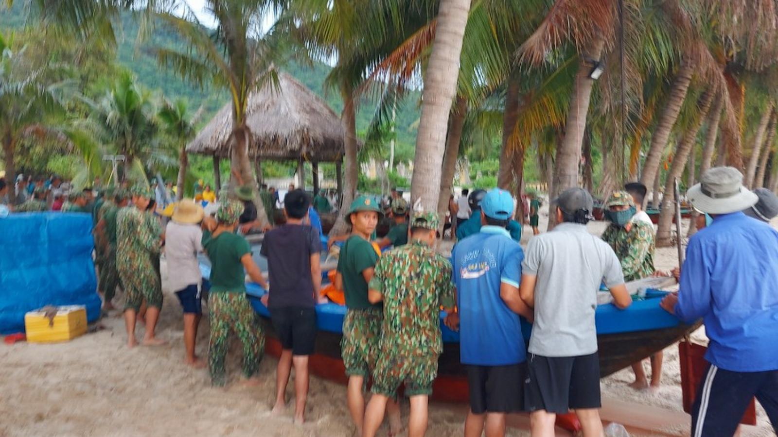 Quảng Namđưa hơn 10 tấn hàng ra Cù Lao Chàm trước khi bão số 9 vào bờ